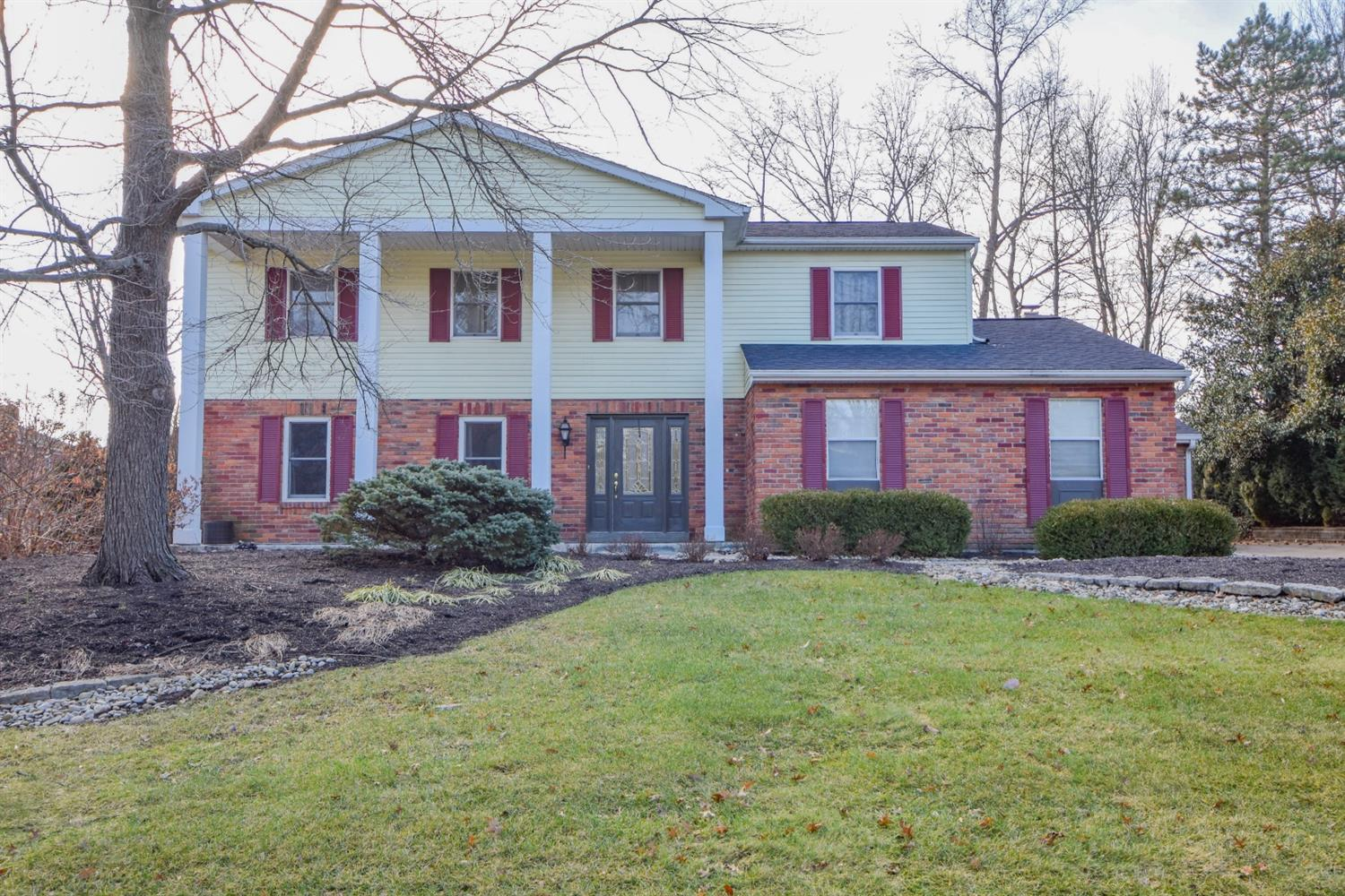 Property for sale at 9877 Forestglen Drive, Montgomery,  Ohio 45242