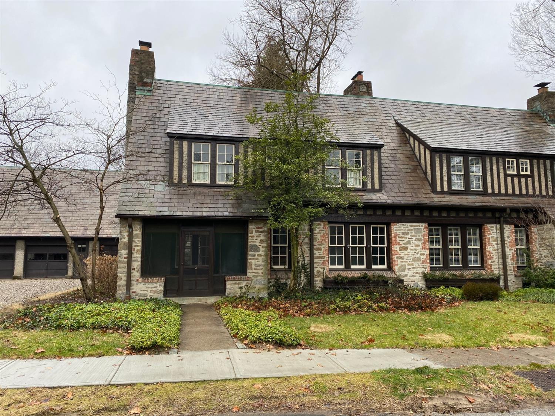 Property for sale at 2 Sheldon Close Avenue, Mariemont,  Ohio 45227