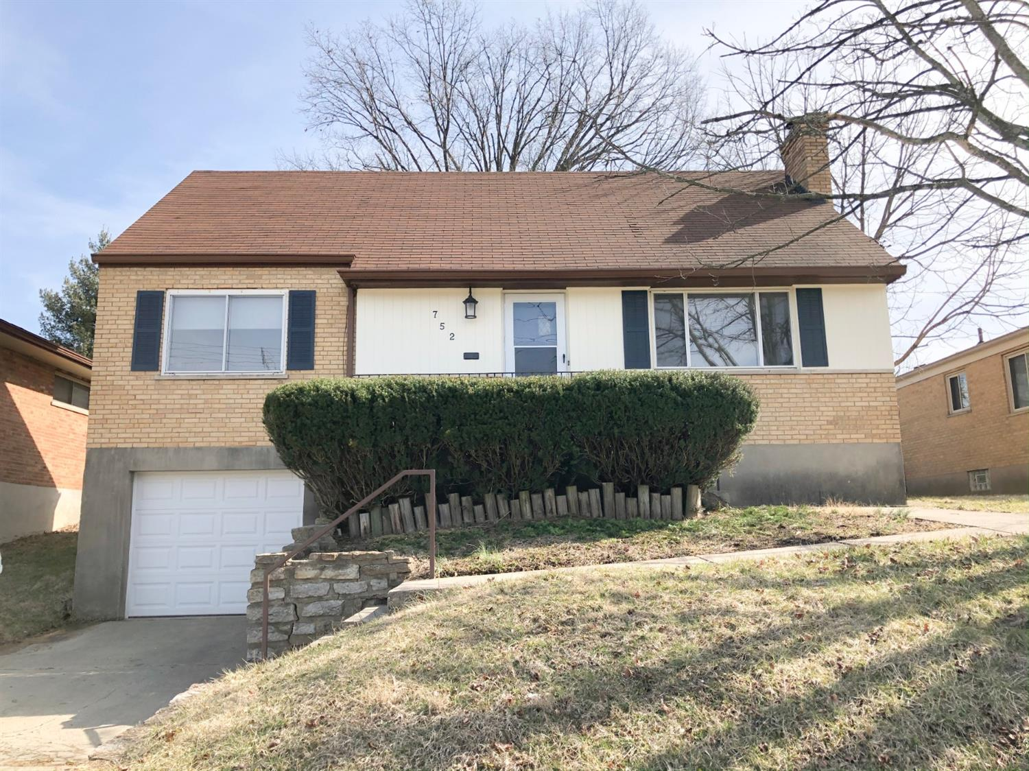 Property for sale at 752 Ivyhill Drive, Delhi Twp,  Ohio 45238