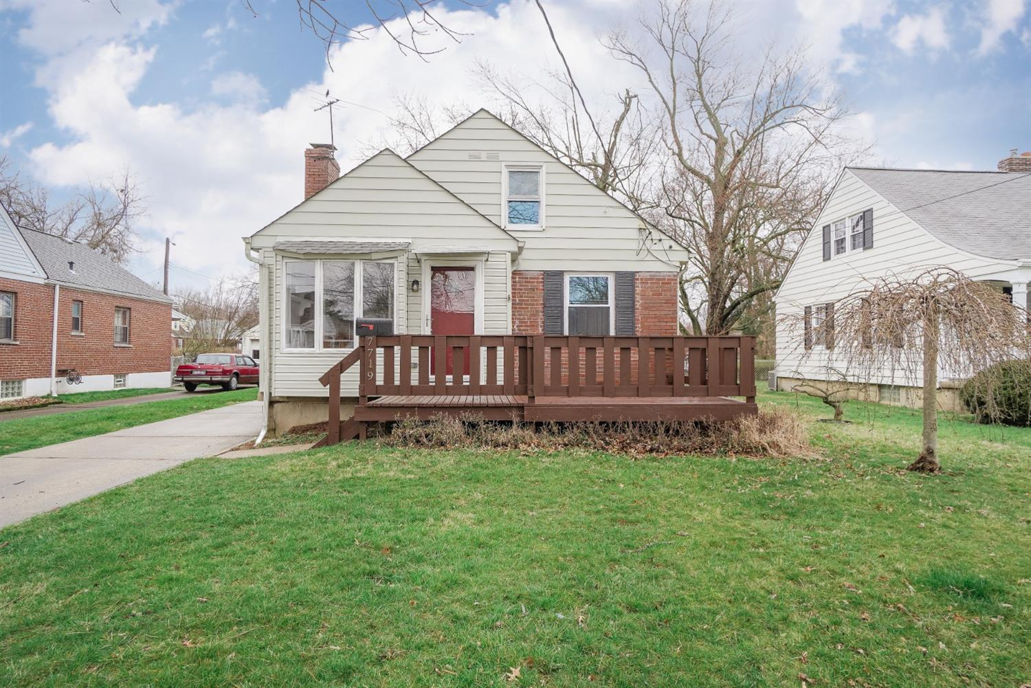Property for sale at 7719 Dearborn Avenue, Deer Park,  Ohio 45236