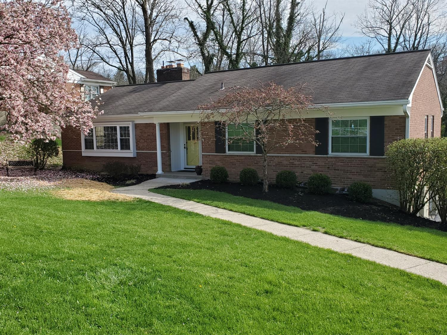 Property for sale at 3135 S Farmcrest Drive, Amberley,  Ohio 45213