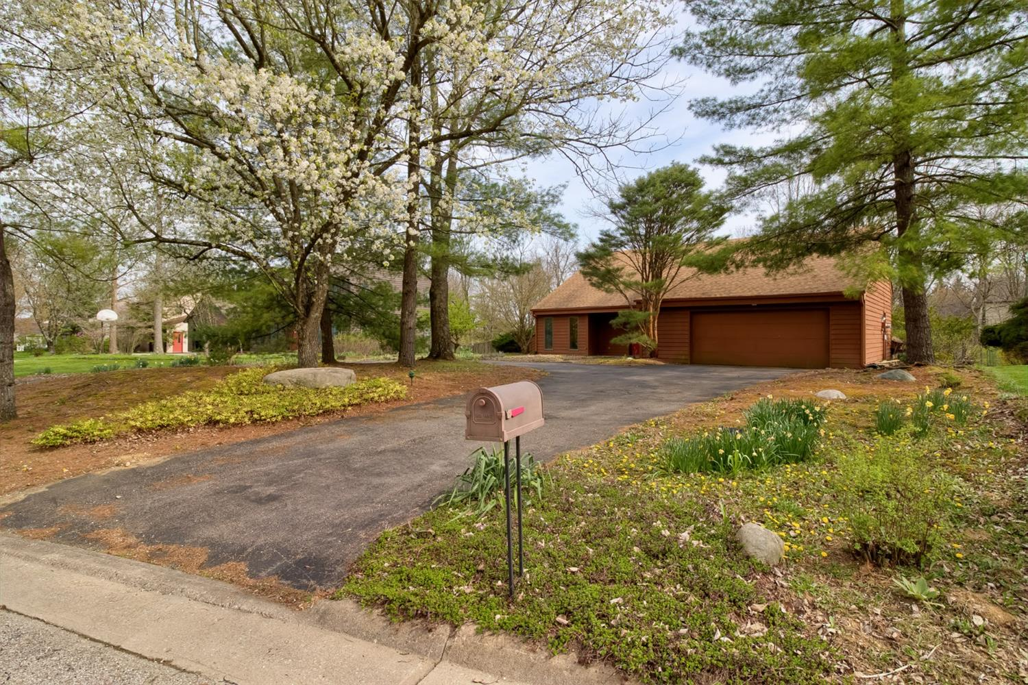 Property for sale at 9 Carrie Circle, Oxford,  Ohio 45056