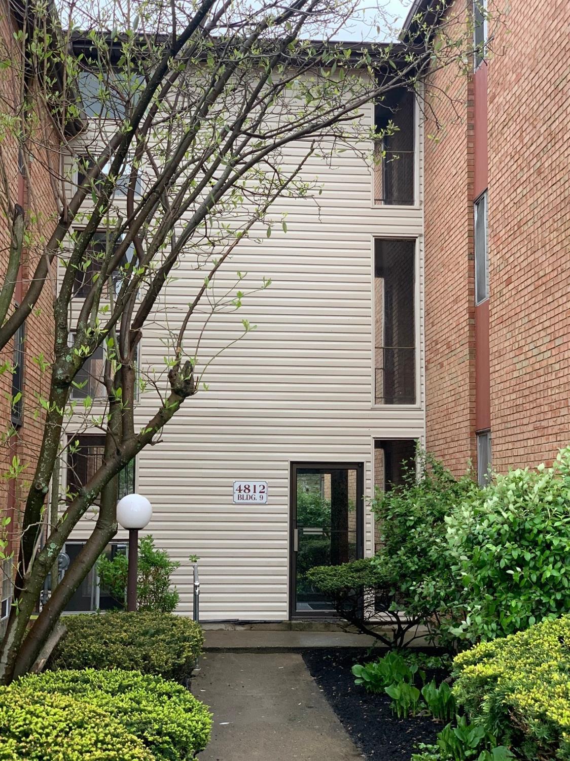 Property for sale at 4812 Chalet Drive Unit: 11, St Bernard,  Ohio 45217