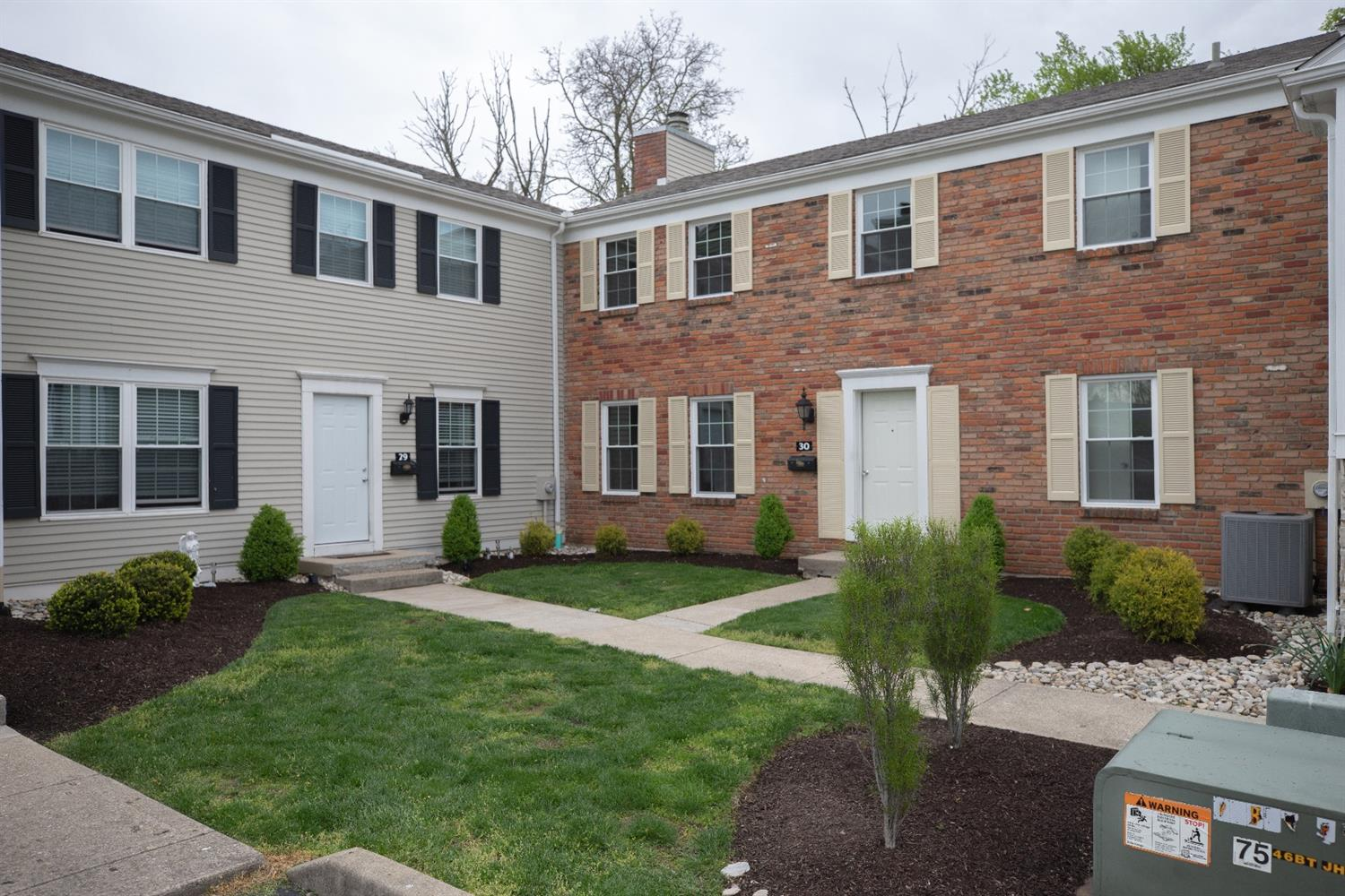 Property for sale at 30 Applewood Drive, Fairfield,  Ohio 45014