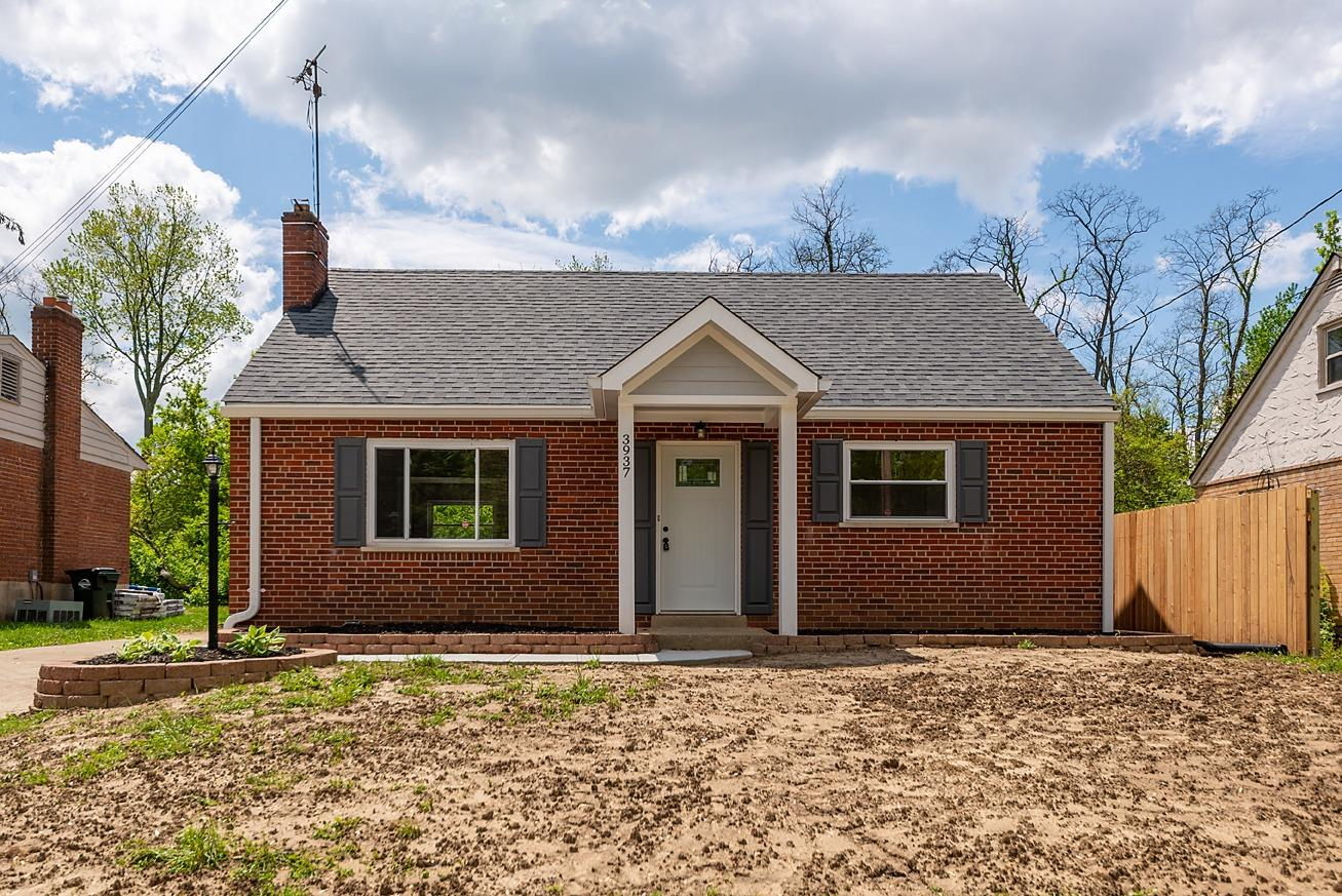 Property for sale at 3937 Cedarwood Place, Silverton,  Ohio 45213