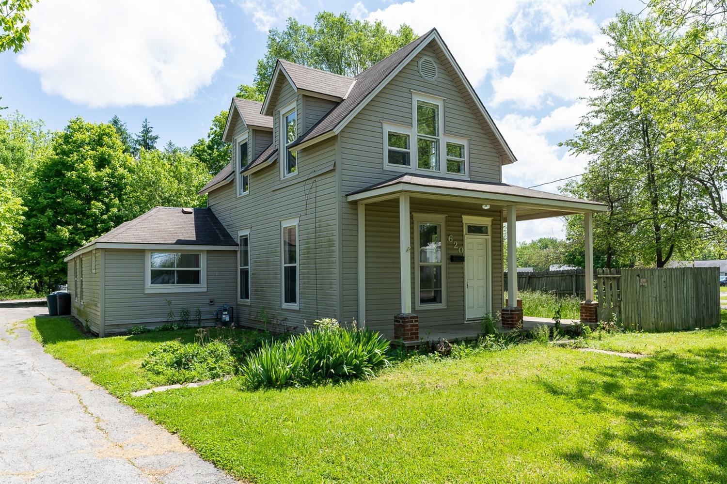 620 N Broadway Street, Blanchester, OH 45107