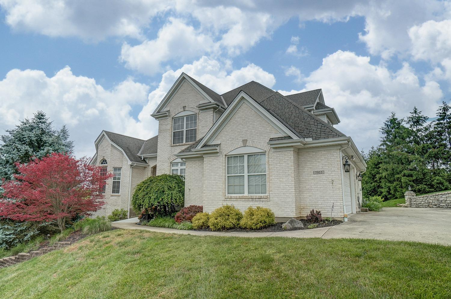 Property for sale at 7955 Spring Leaf Drive, Colerain Twp,  Ohio 45247