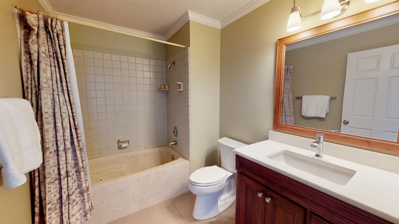 Au Pair Suite full bath