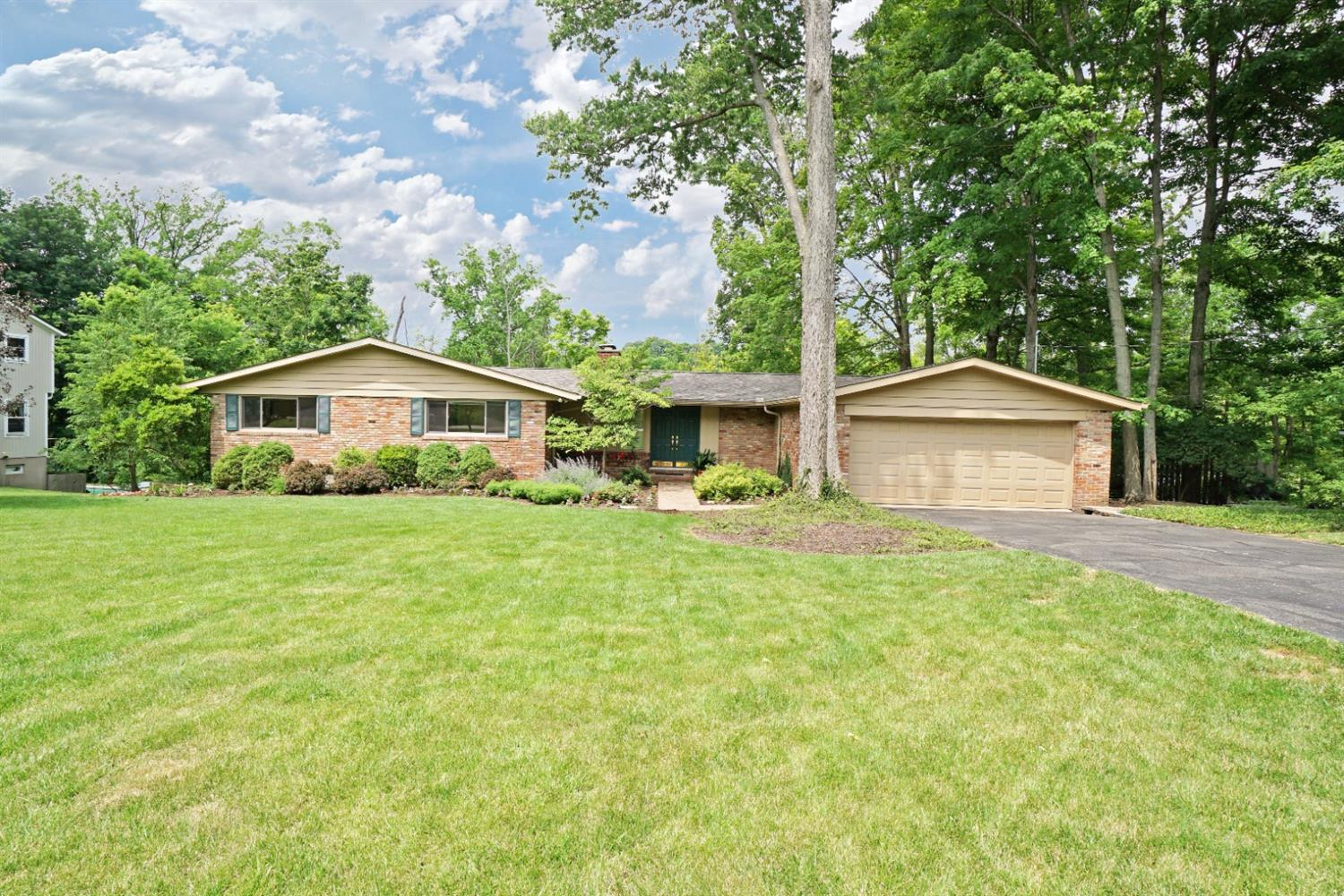 Property for sale at 5875 Sentinel Ridge Lane, Indian Hill,  Ohio 45243