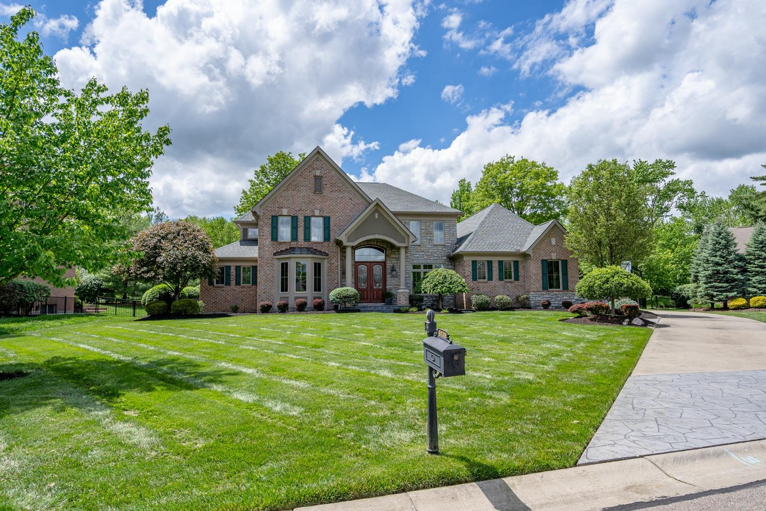 Property for sale at 8139 Deer Path Lane, Sycamore Twp,  Ohio 45243