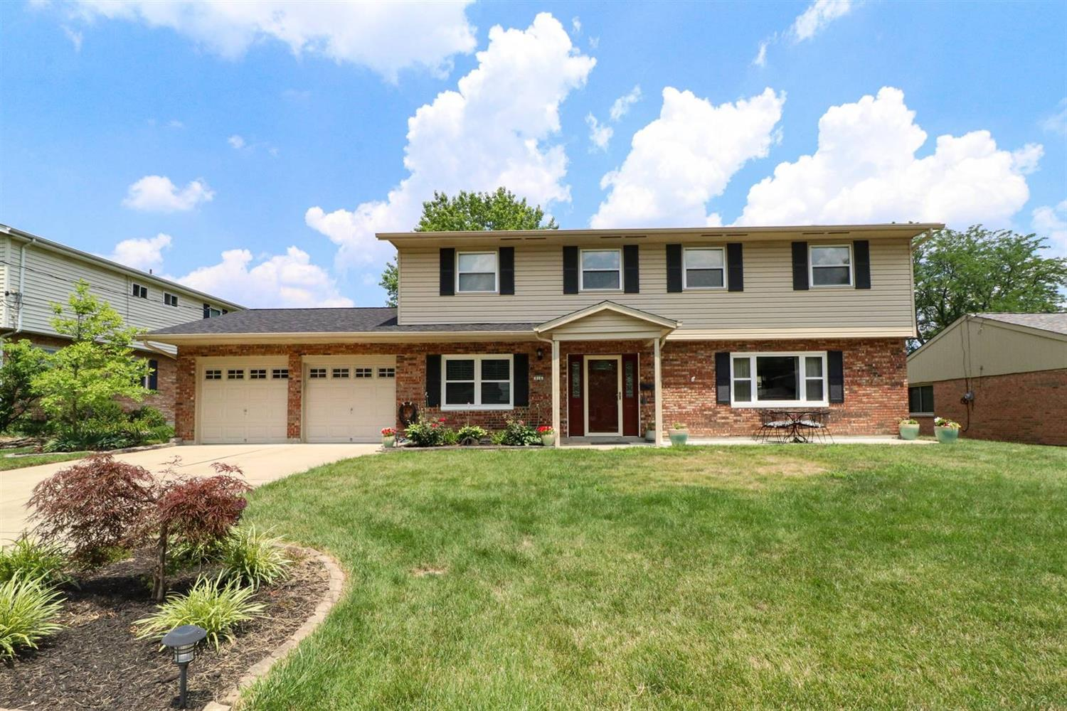 Property for sale at 816 Weymouth Court, Springdale,  Ohio 45240