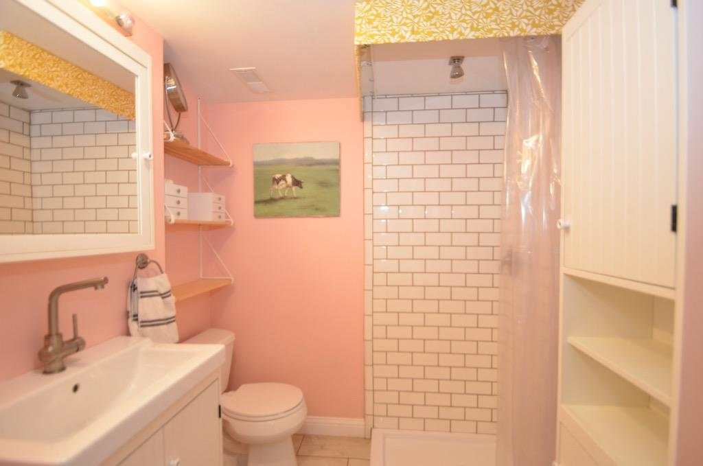 How cute is this bathroom?!  Love the shower head in the ceiling.