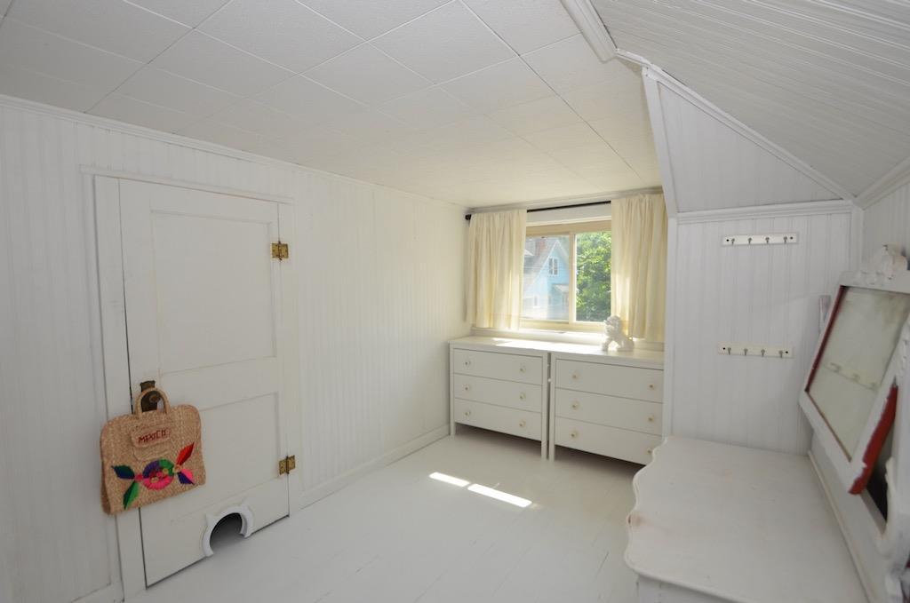 front part of bedroom has a closet.