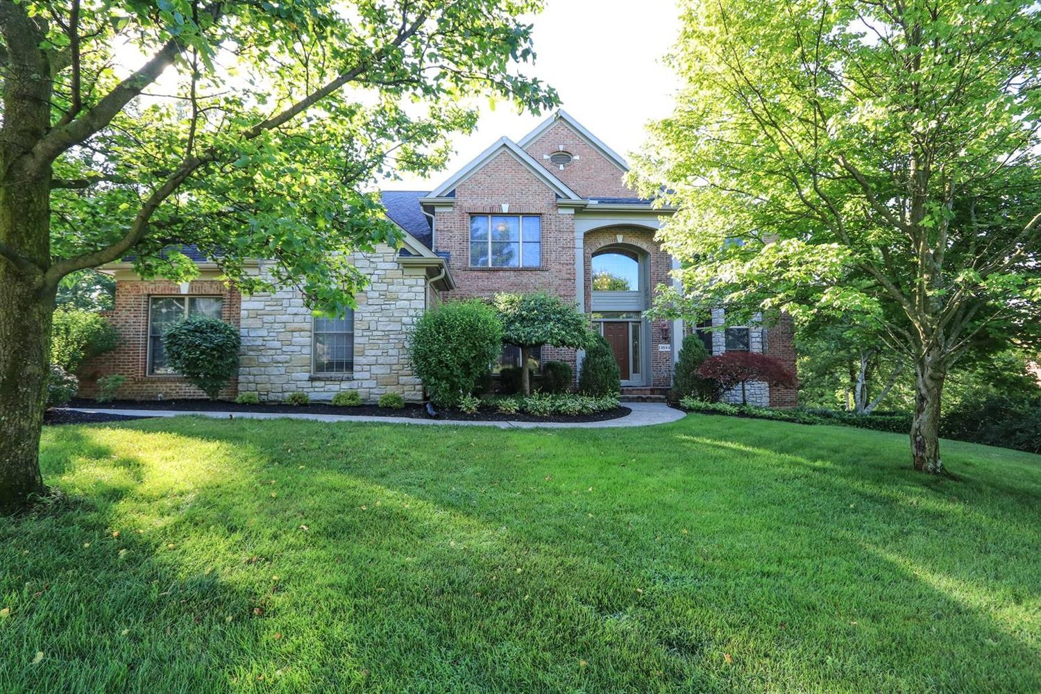 Property for sale at 11044 Woodlands Way, Blue Ash,  Ohio 45241