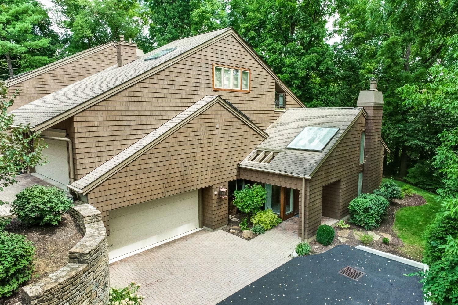 Property for sale at 18 Spring Knoll Drive, Mariemont,  Ohio 45227