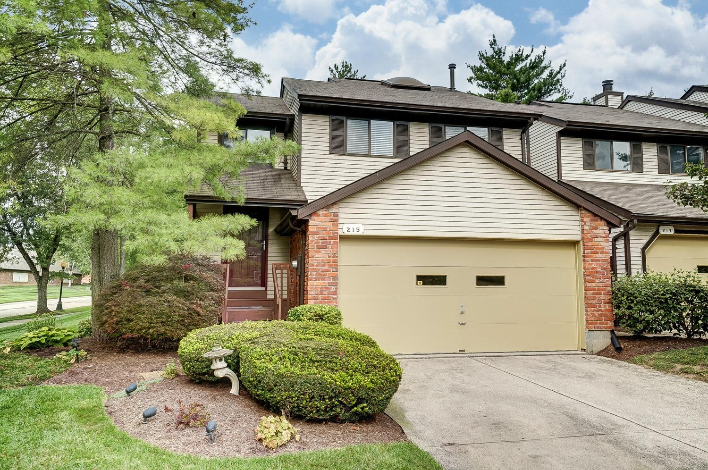 Property for sale at 215 Droxford Court Unit: 111, Springdale,  Ohio 45246