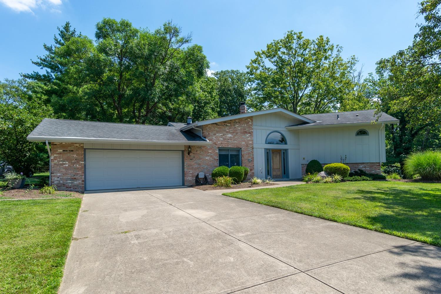 Property for sale at 10310 Lochcrest Drive, Springfield Twp.,  Ohio 45231