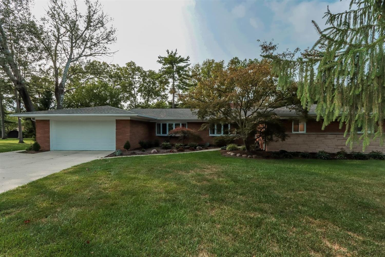 Property for sale at 7602 Pineglen Drive, Springfield Twp.,  Ohio 45224