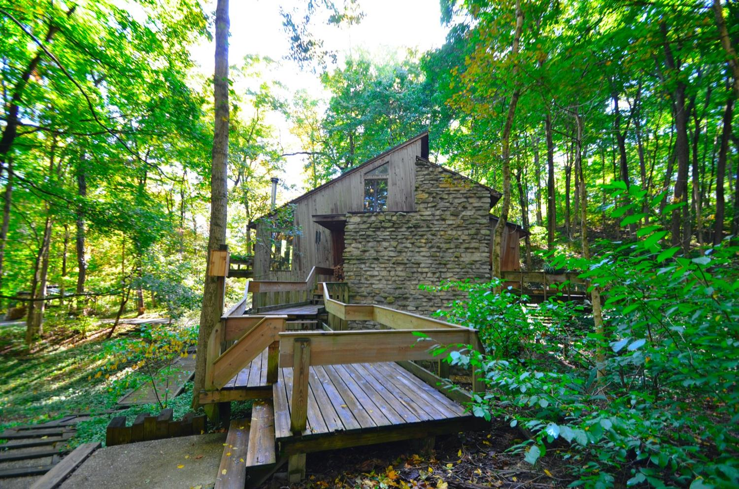 Fantastic modern getaway in the woods - beauty in all seasons!  Feels like you are in the Smoky Mountains, yet located just outside of the 1-275 loop.  Convenient to everything, but feels far away from it all......