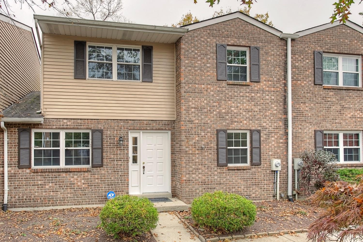 Property for sale at 475 Maple Circle Drive, Springdale,  Ohio 45246