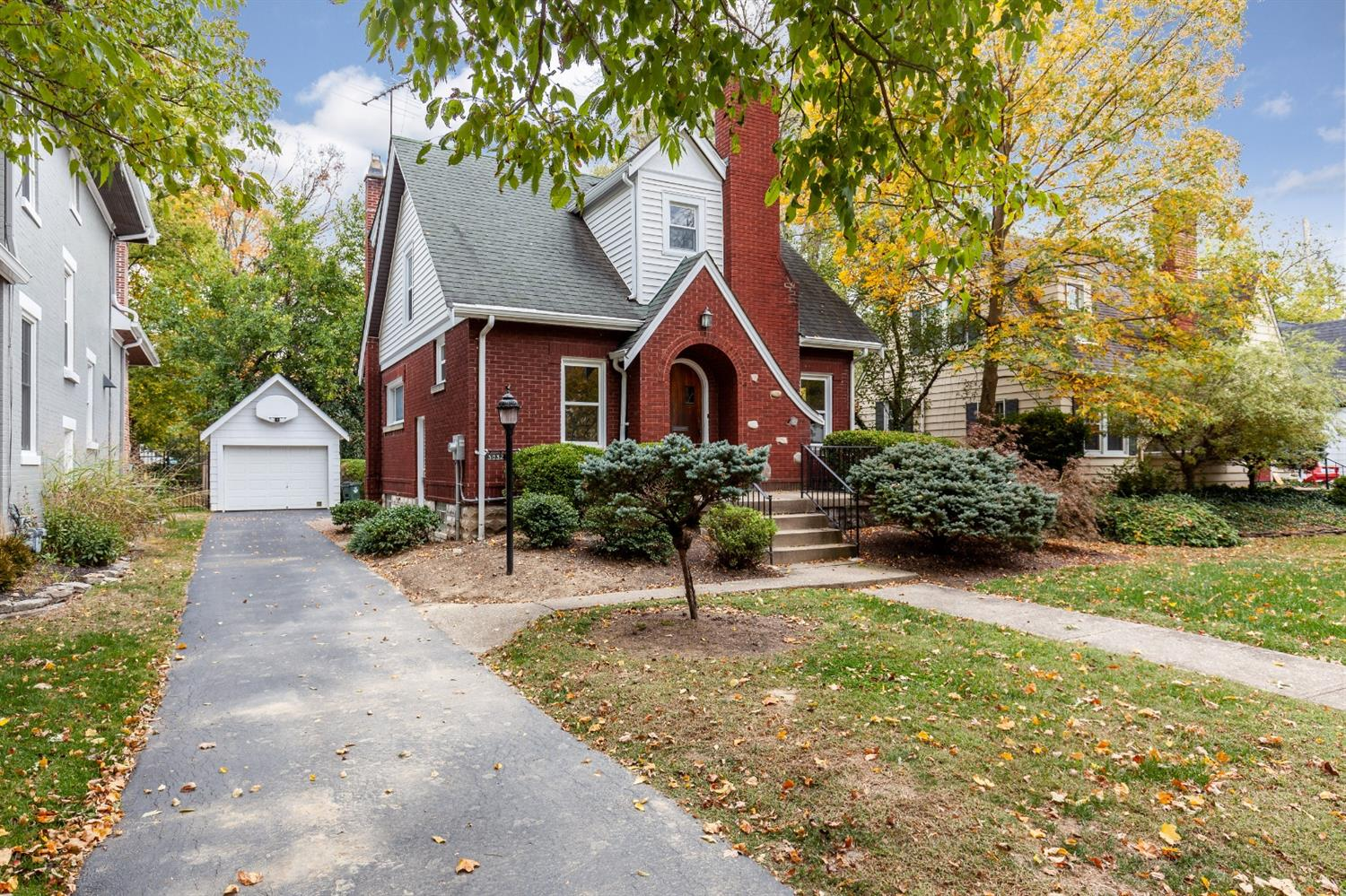 Property for sale at 3832 Indianview Avenue, Mariemont,  Ohio 45227