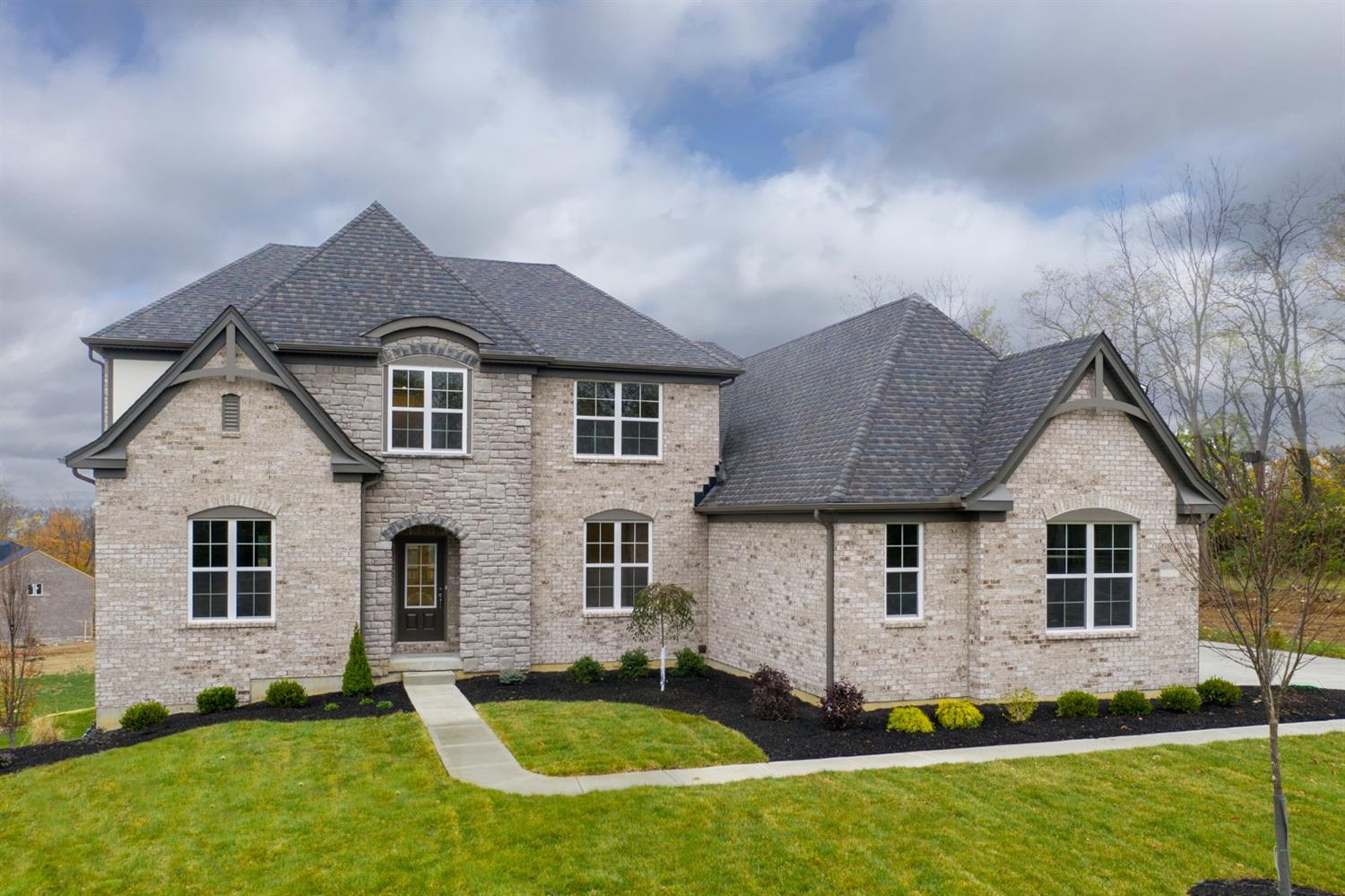 Photo of 8841 Oakcrest Way, West Chester, OH 45069