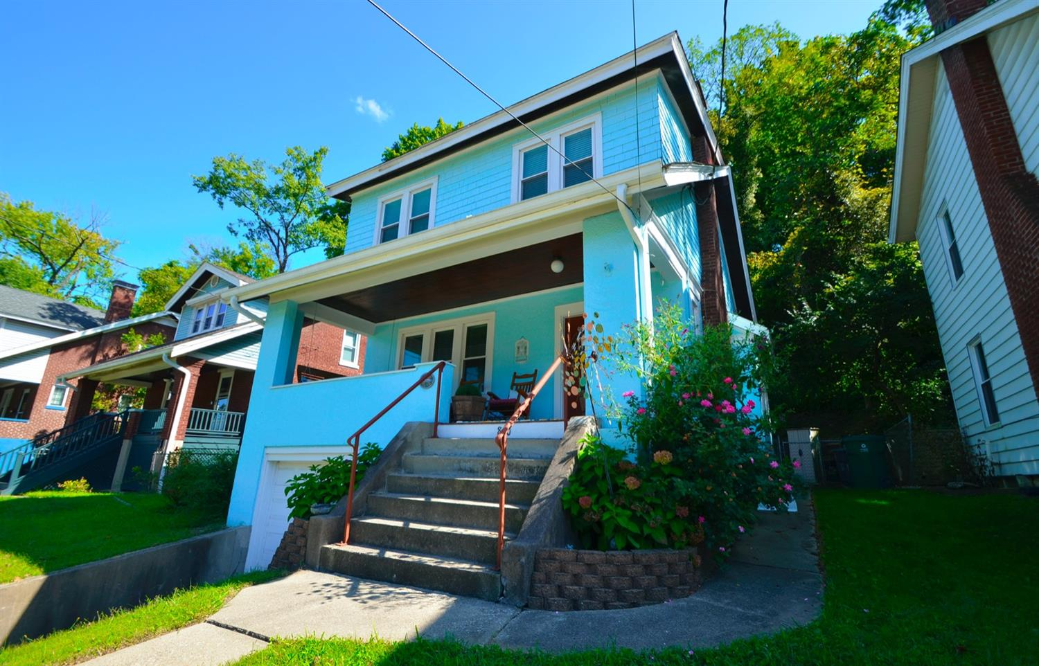Check out this adorable Craftsman Bungalow in