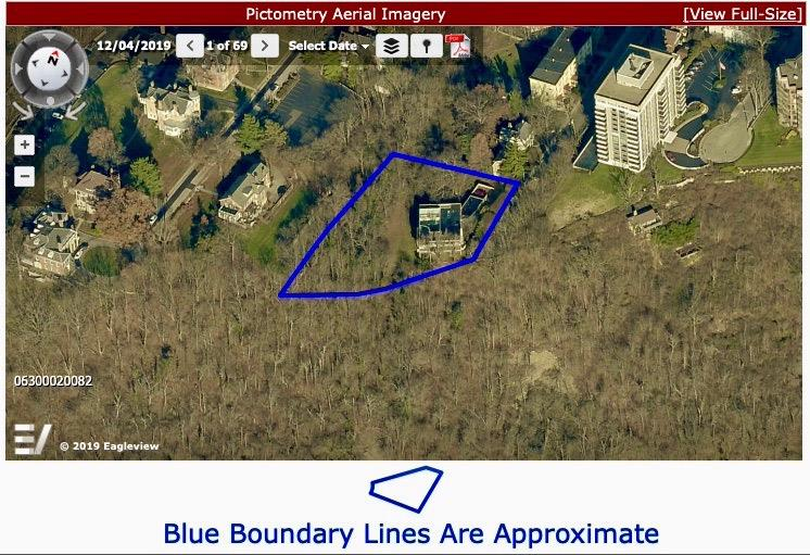 The boundary lines shown here give an appreciation of the large lot. Only a handful of 1+ acre lots exist along the edge of the hillside ridge along Columbia Parkway from Mt. Adams, East Walnut Hills, Hyde Park  to Mt. Lookout