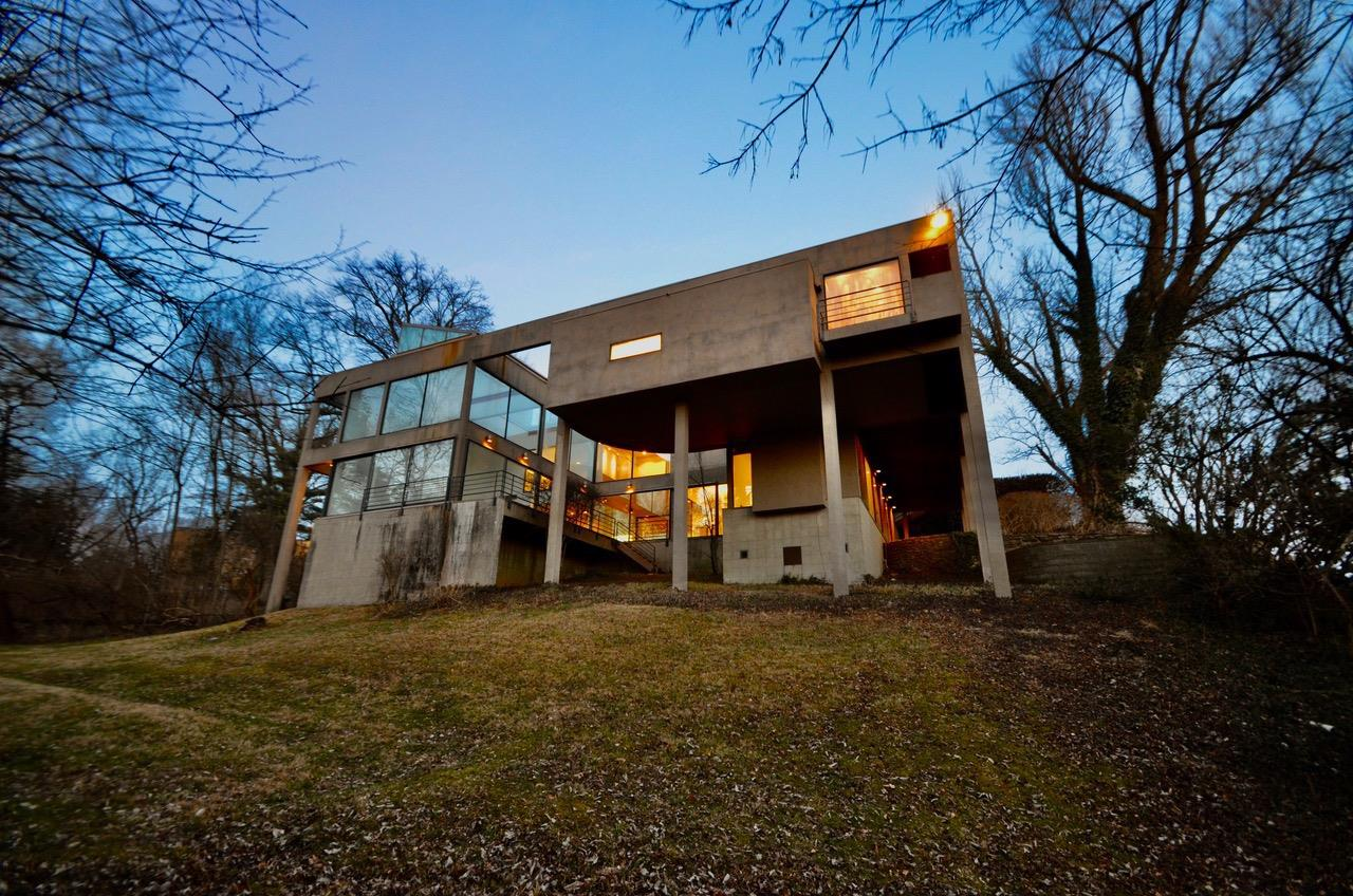 Designed for two art collectors and philanthropists in 1984 and completed in 1986, the Weston House is a two-level International Style Modern home with over 5400 sq. ft. of total living area that sits atop a river view site in the Cincinnati neighborhood of East Walnut Hills. Its architectural design with strict geometries and design details that delineate its structure and form provides a crisp white background which beautifully highlights furnishings and art of any style. Empty-nesters at the time, Harris K. Weston, an estate attorney, and Alice F. Weston, an environmental artist and photography sought to commission a contemporary river view home and waited nearly 10 years to find a suitable lot. Mrs. Weston said that they chose to have a house designed that took full advantage of its river view site over consideration of displaying their collections. Visiting the home one could say they achieved both!
