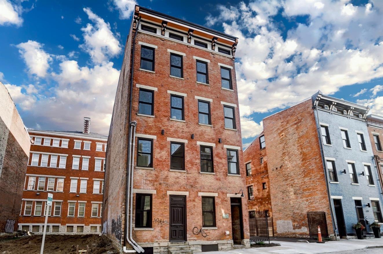 215 Wade Street, Cincinnati, Ohio 45202, 1 Bedroom Bedrooms, 4 Rooms Rooms,1 BathroomBathrooms,Condominium,For Sale,Wade,1692243