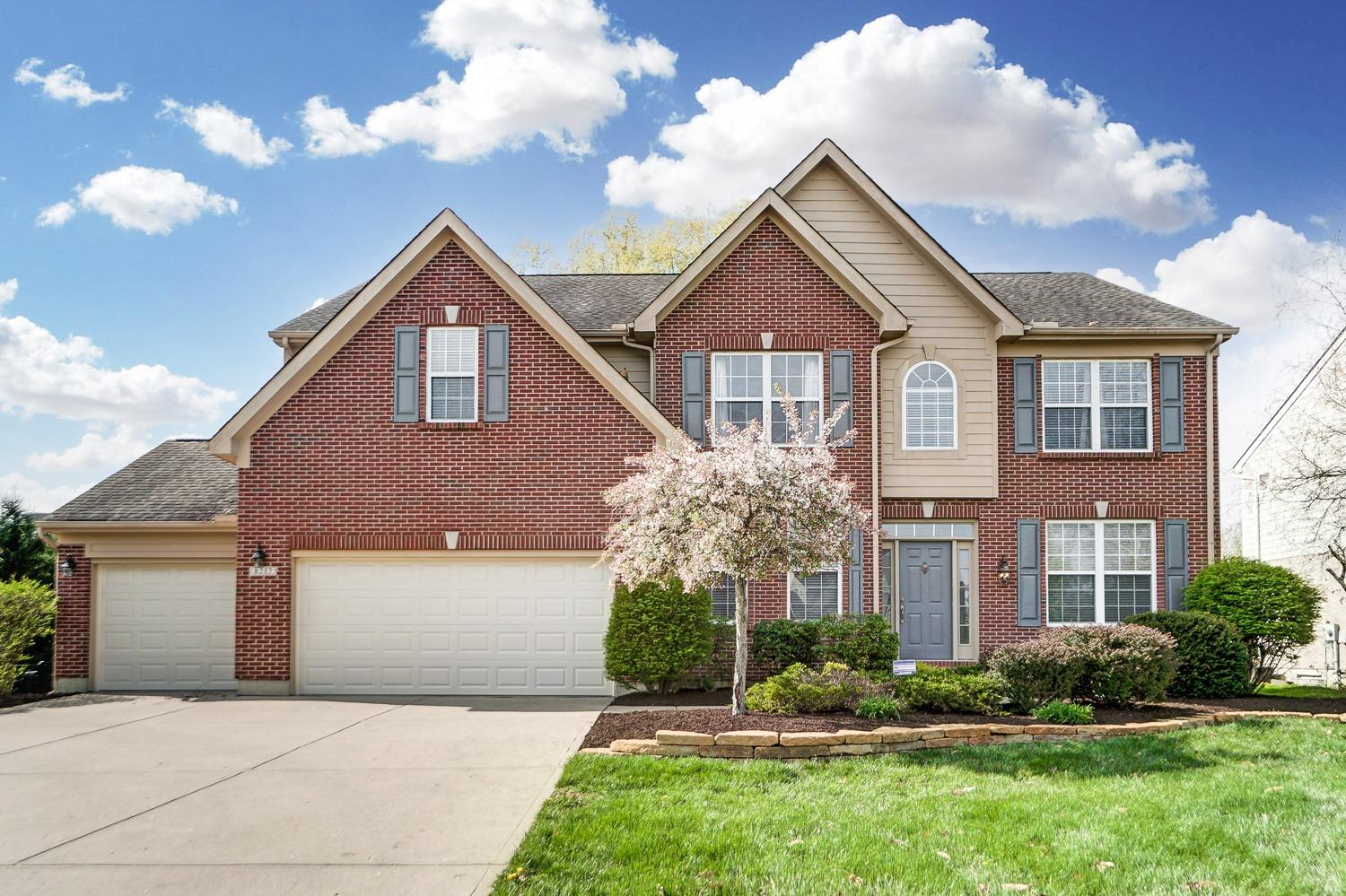 Fabulous in Four Bridges! Quiet Cul-de-sac. Large  Fenced yard. Flex Rooms Galore w/Loft, LL Bonus, 1st fl Study. Laundry on 2nd fl. Large master bedroom with en-suite bath & TWO Walk-in Closets. Kitchen w/tiled backsplash, solid surf. cntrs, pantry, Eat-in area AND island w/ a walk out to the back patio. Fin LL with Full bath and Lrg Rec Room.