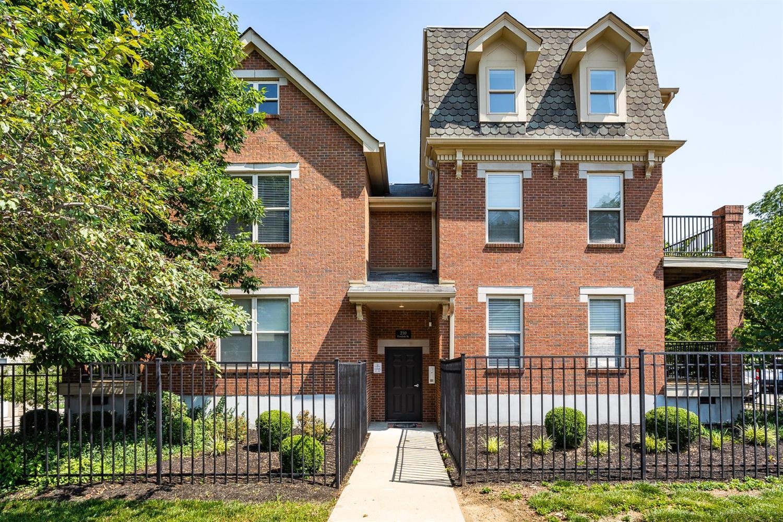 210 Fosdick Street, Cincinnati, Ohio 45219, 2 Bedrooms Bedrooms, 5 Rooms Rooms,1 BathroomBathrooms,Condominium,For Sale,Fosdick,1698036
