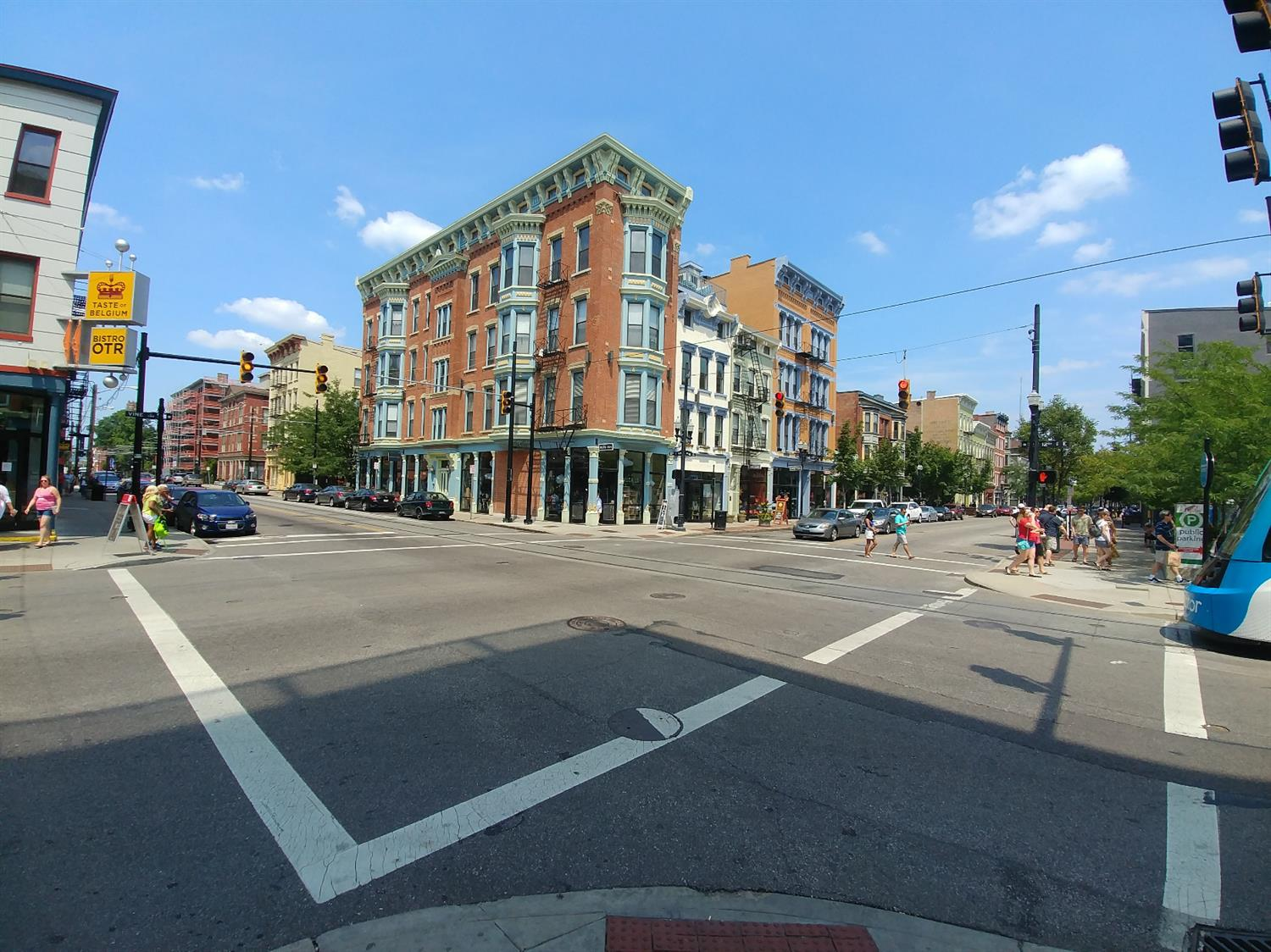 The shops on Vine Street is less than 1 mile from 142 Mulberry.