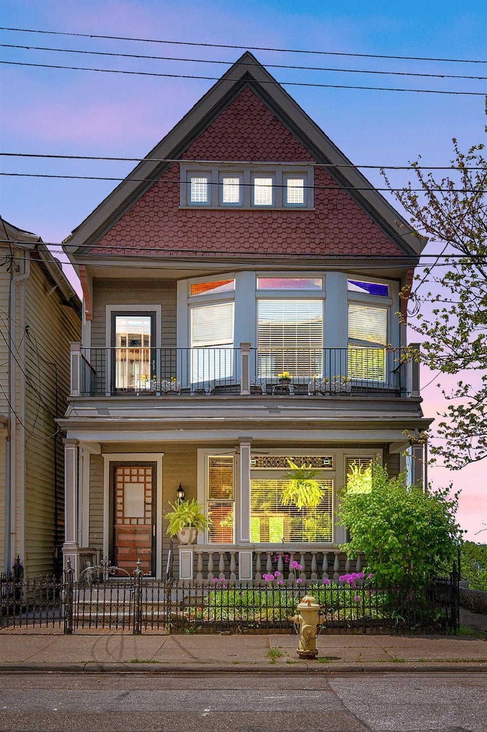 1235 Ida Street, Cincinnati, Ohio 45202, 2 Bedrooms Bedrooms, 8 Rooms Rooms,3 BathroomsBathrooms,Single Family Residence,For Sale,Ida,1703974