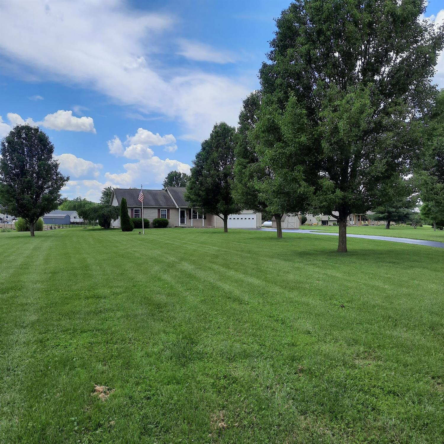 307 Wexford Place, Lynchburg, Ohio 45142, 3 Bedrooms Bedrooms, 6 Rooms Rooms,2 BathroomsBathrooms,Single Family Residence,For Sale,Wexford,1704310