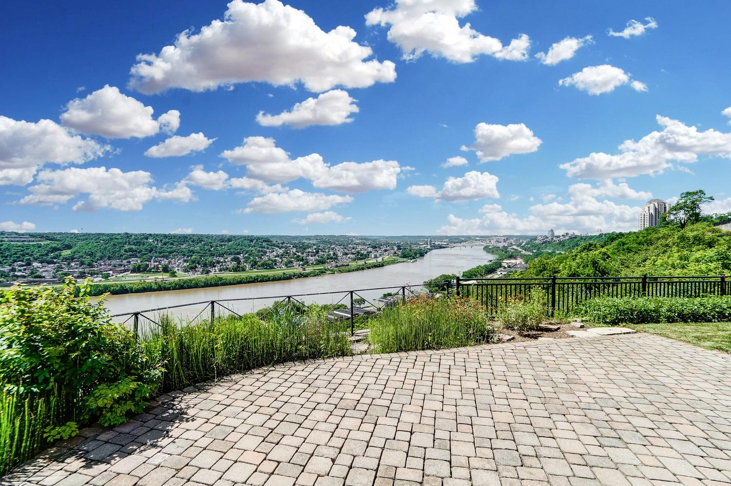Southwest-facing view of the Ohio River, downtown Cincinnati and the Kentucky banks.