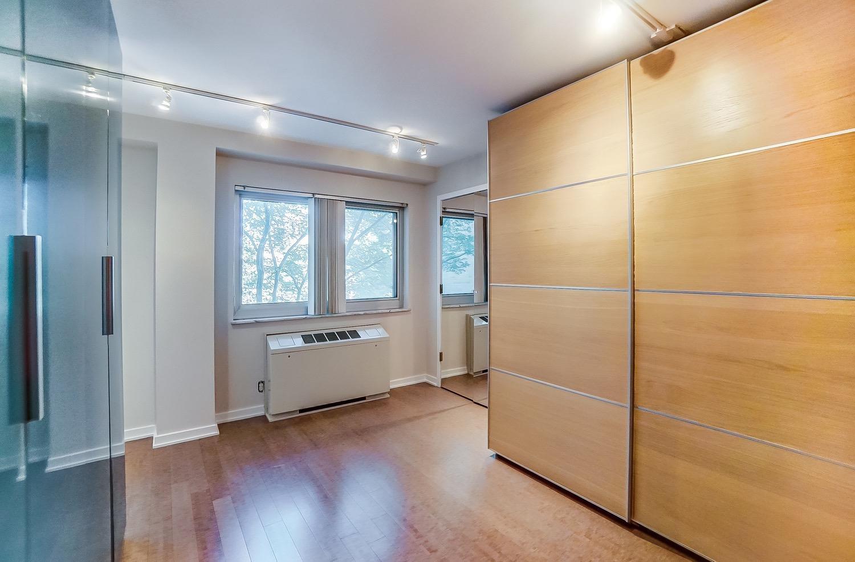 Walk-in closet/dressing room