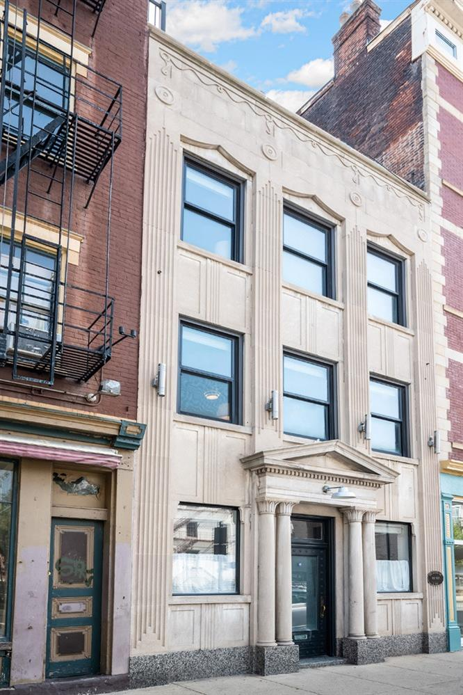 1302 Main Street, Cincinnati, Ohio 45202, 3 Bedrooms Bedrooms, 6 Rooms Rooms,2 BathroomsBathrooms,Single Family Residence,For Sale,Main,1705079