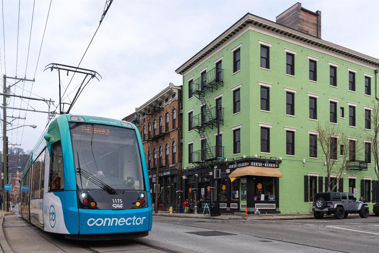 1800 Race Street, Cincinnati, Ohio 45202, 3 Bedrooms Bedrooms, 6 Rooms Rooms,2 BathroomsBathrooms,Condominium,For Sale,Race,1706522