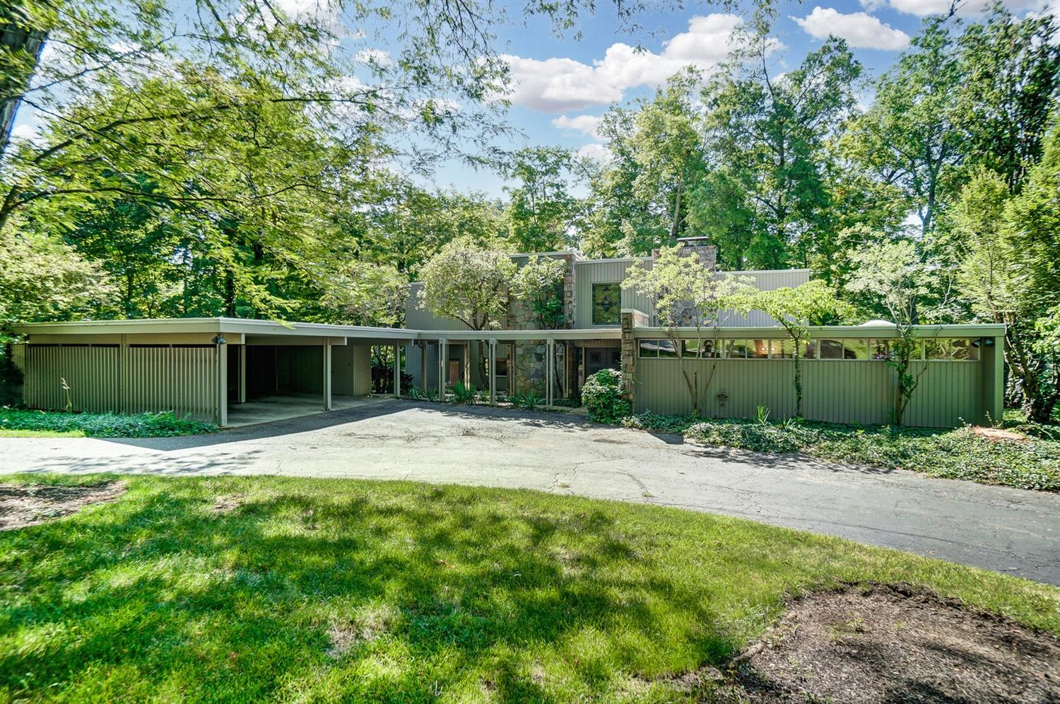 Examples of Mid-Century Modern Time Capsule homes are increasingly rare these days. This single owner 1962 home designed by architect, James Hall Jones (who also designed the home next door) has had very few changes/updates in its 59 years. Whether you love living in a vintage original or would like to update your way (and not have re-do someone else's changes), this stunning homes has you covered.