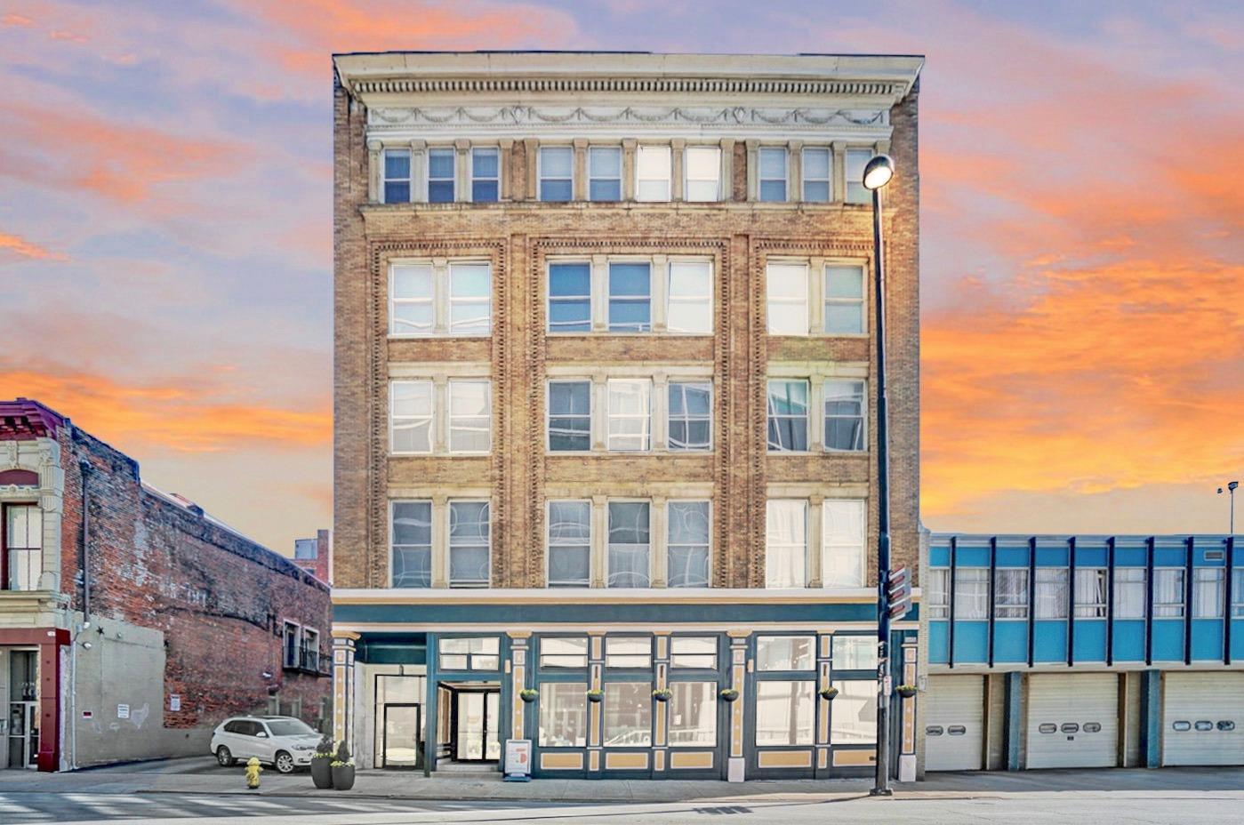 335 Fifth Street, Cincinnati, Ohio 45202, 2 Bedrooms Bedrooms, 6 Rooms Rooms,2 BathroomsBathrooms,Condominium,For Sale,Fifth,1708237