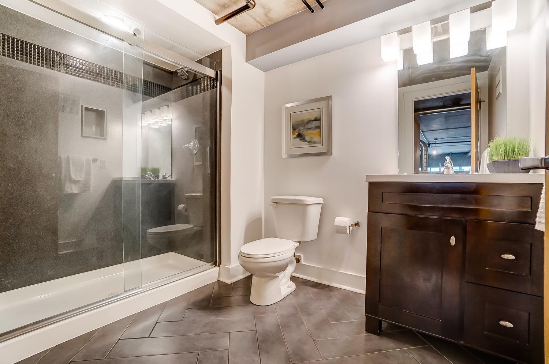 En suite primary bathroom