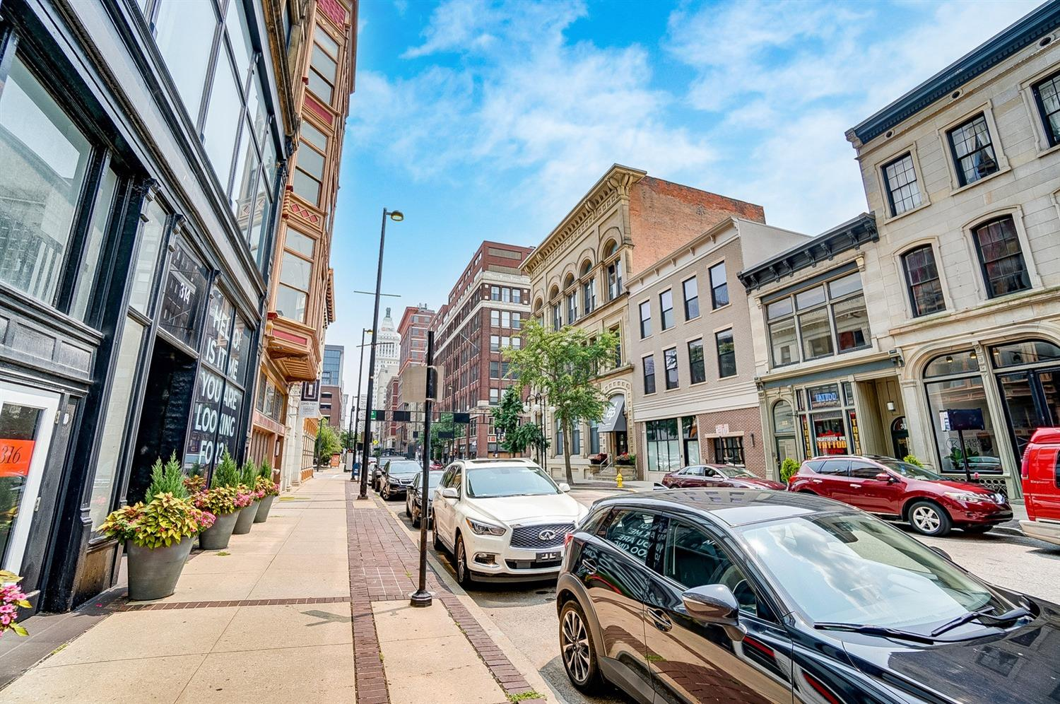 The Parker Flats are located in the bustling Historic W Fourth district downtown!