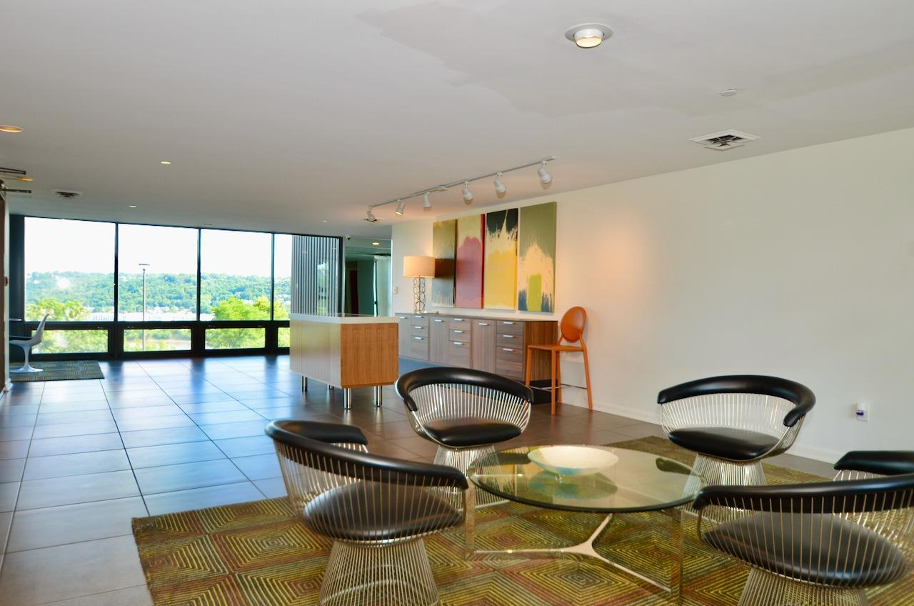 The lobby of this building oozes midcentury modern chic!