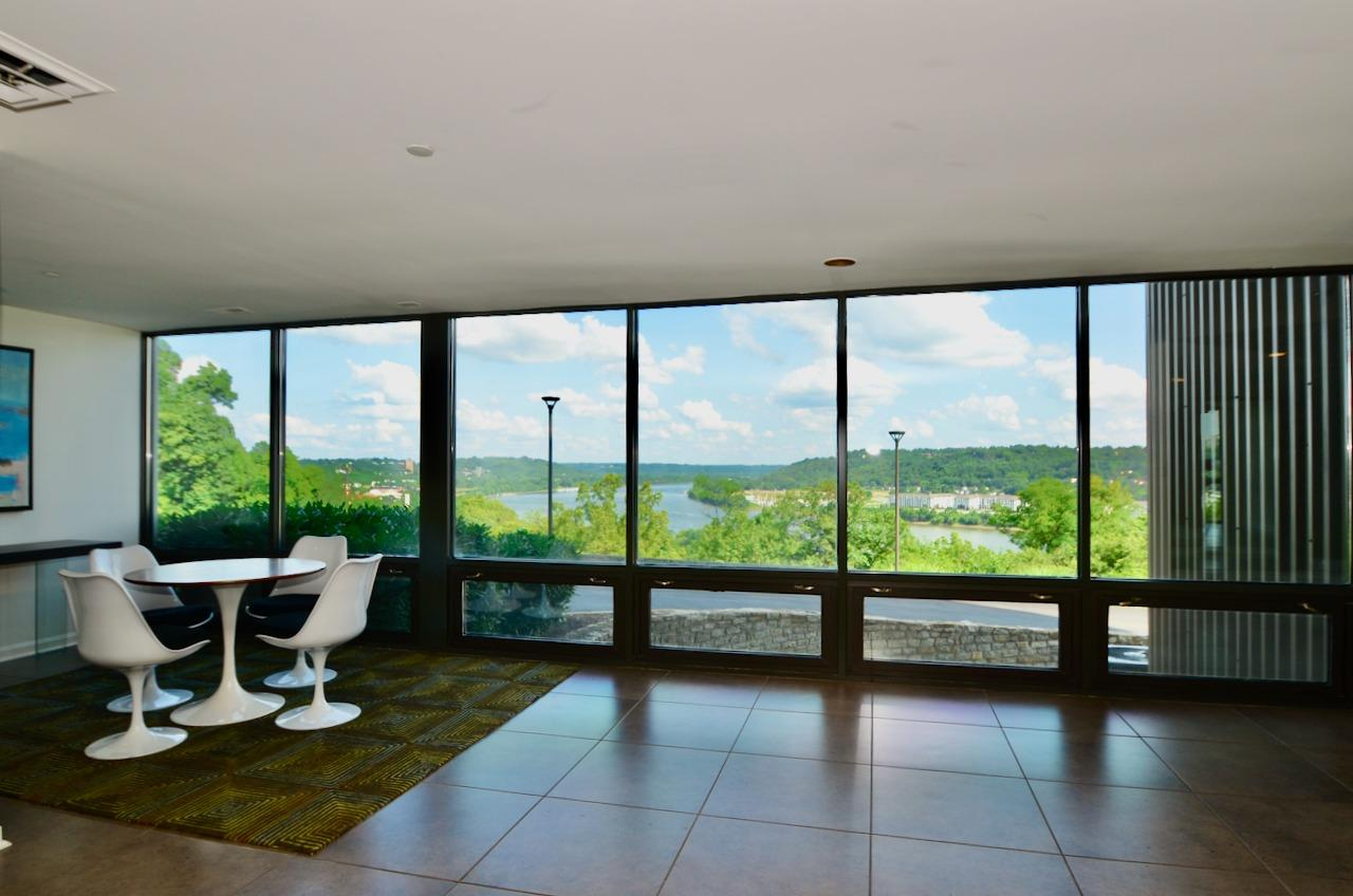 Another seating vignette in the lobby -this one with sweeping river views.  This is one building where you don't have to be high up to get the great views!