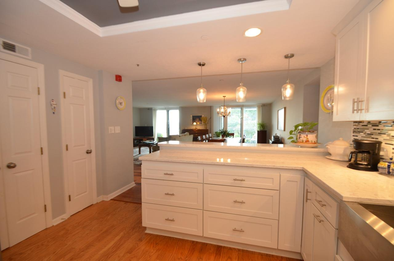 Of course, if you don't feel like cooking in this amazing gourmet kitchen, you can always go out to eat at any number of trendy hotspots in the E Walnut Hills and Walnut Hills area.