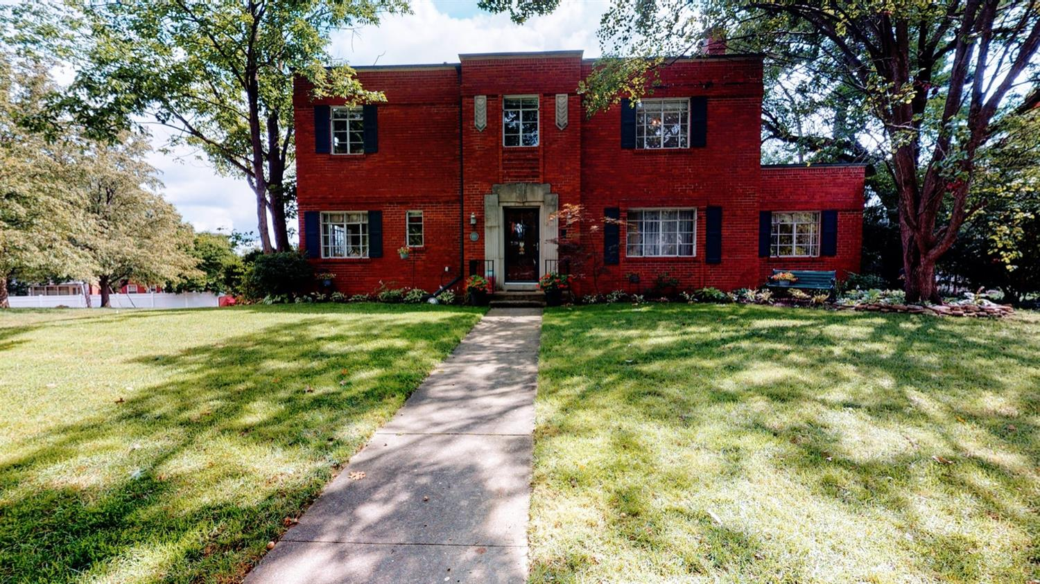 Astounding Home with tons of old charm! Complete with original fireplace with unique arched doorways throughout the home! Rare find in the prestigious highland park neighborhood. Minutes from the upcoming spooky nook. Come look, won't last long!!!!!!