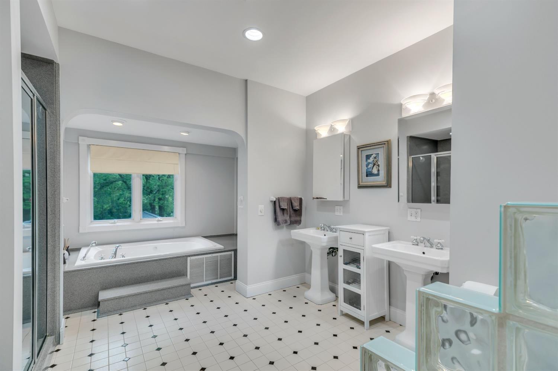 Primary bath en-suite.