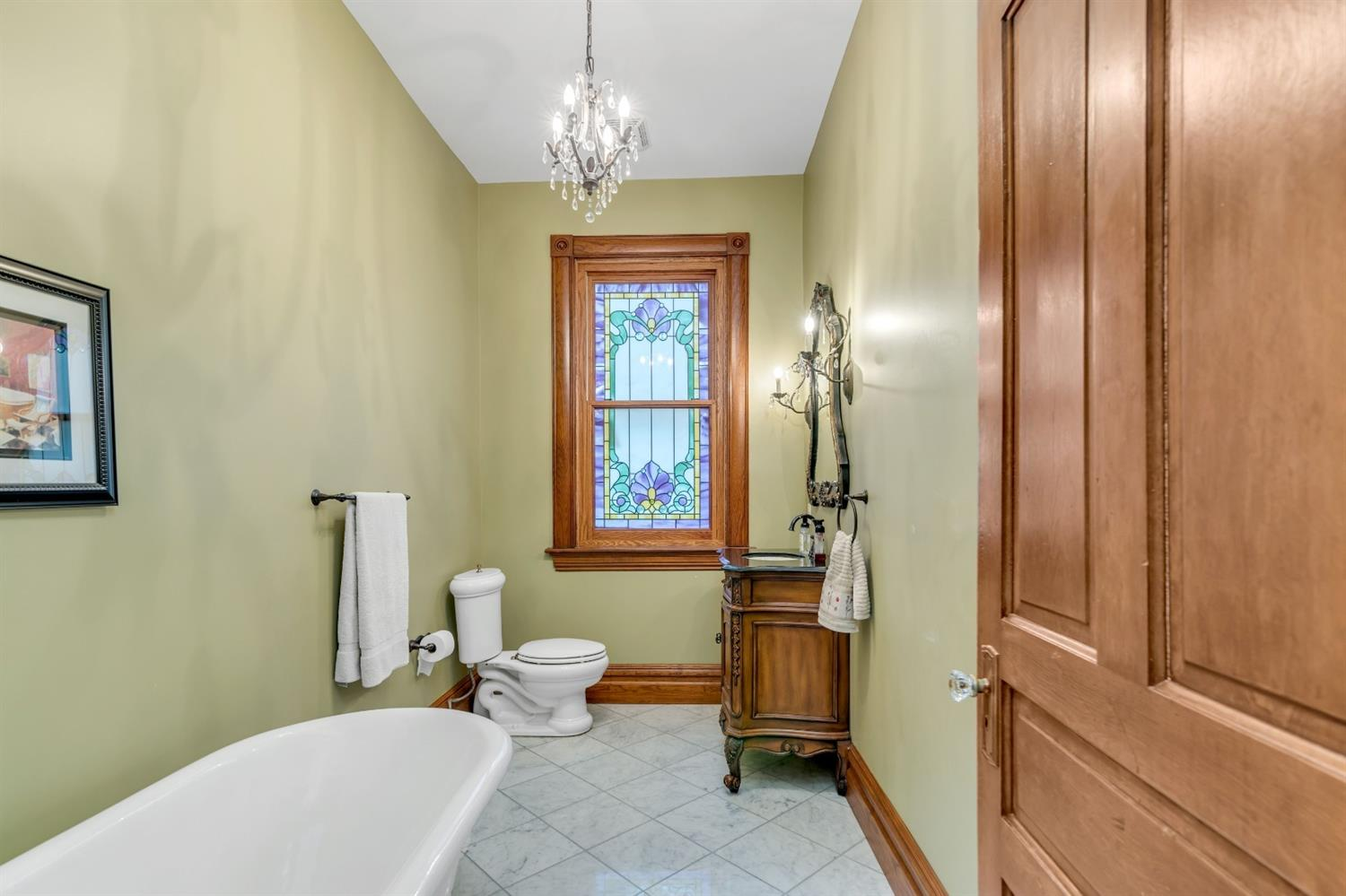 1st floor bath with beautiful stained glass window.
