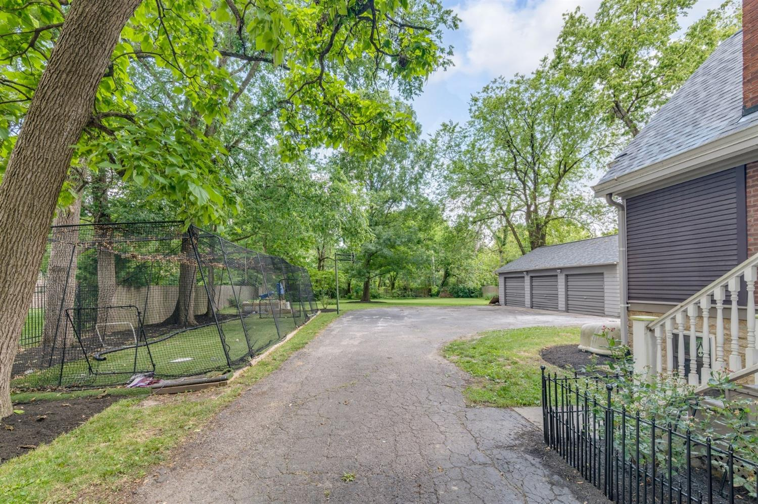 Large private yard for gardening or sporting! Batting cage is negotiable.